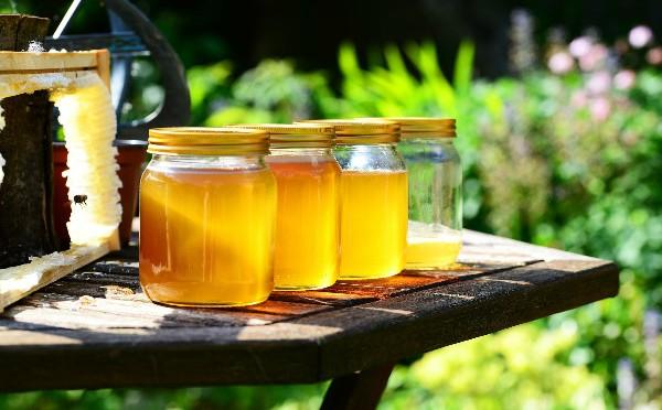 Medus – natūralus veido valiklis